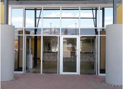 Modern Glass & Aluminium: glass,windscreens,shower doors,mirror
